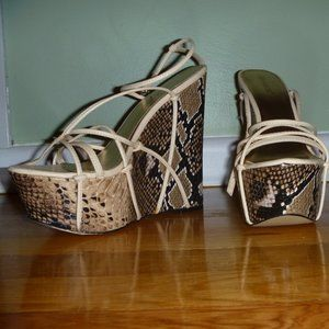 Snake Skin Shoedazzle platform wedge sandal Sz 10